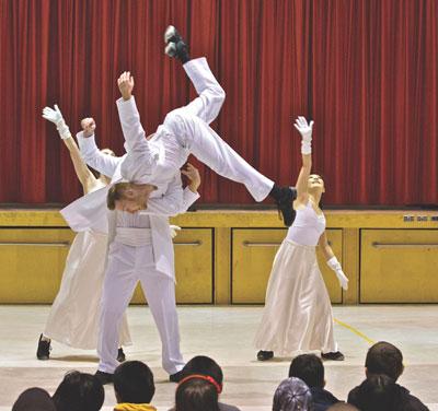 AKA-Dance-show-Oh-No%21-photo-credit-Karen-Cylla-von-Tiedemann-prologue.org.jpg